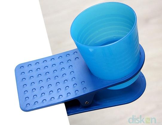 Anti Tumpah dengan Table Cup Holder, hanya dengan Rp 18.000,-